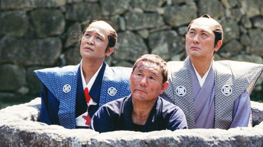 圖為2007年北野武電影作品《導演萬歲》,全片幾乎都在諷刺自己江郎才盡、除了暴力...