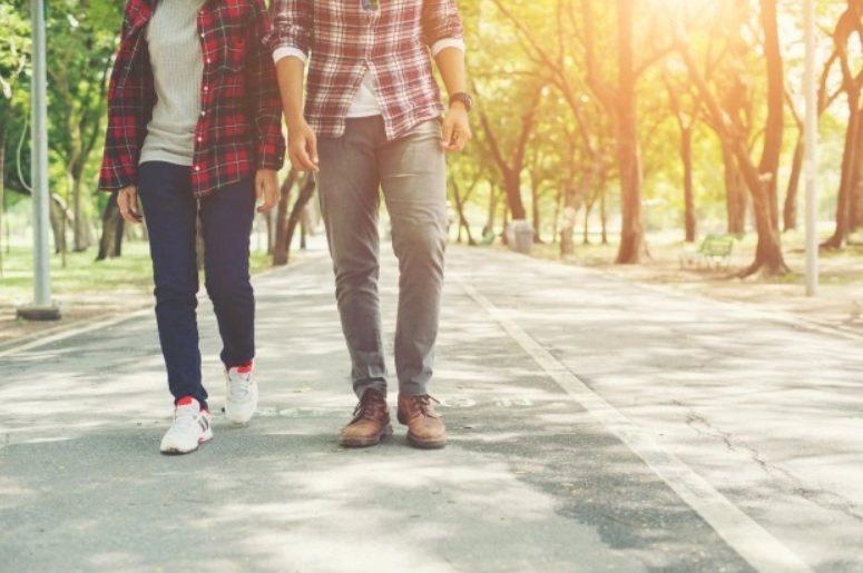 一旦年歲增長,就越需要接觸陽光,散步及運動也變得更為重要。 圖/freepik