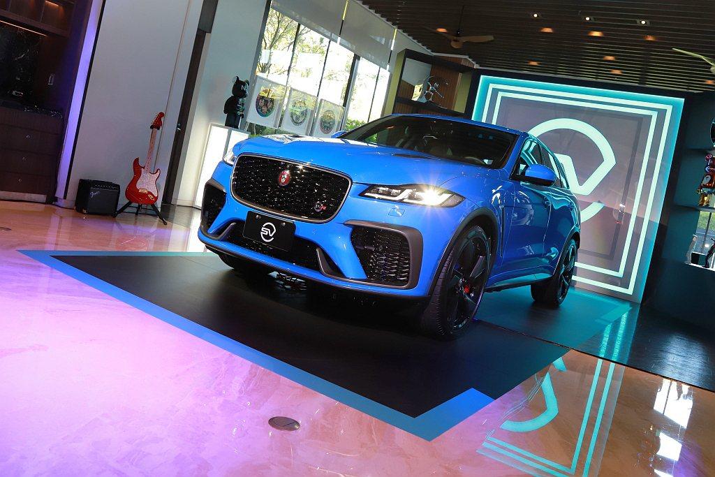 小改款Jaguar F-Pace SVR登台亮相,建議售價為新台幣473萬元起。...