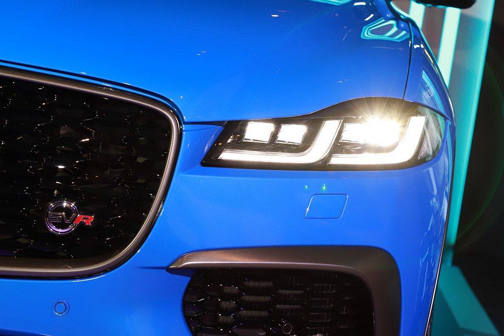 雙J造型LED頭燈,為狂放的小改款Jaguar F-Pace SVR達到畫「豹」...