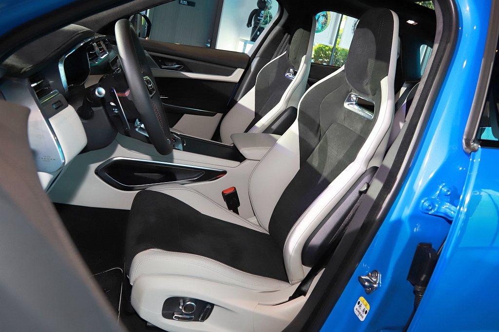 輕量化設計高性能跑車化座椅具備14向電動調整、冷熱通風功能與三組記憶功能。 記者...