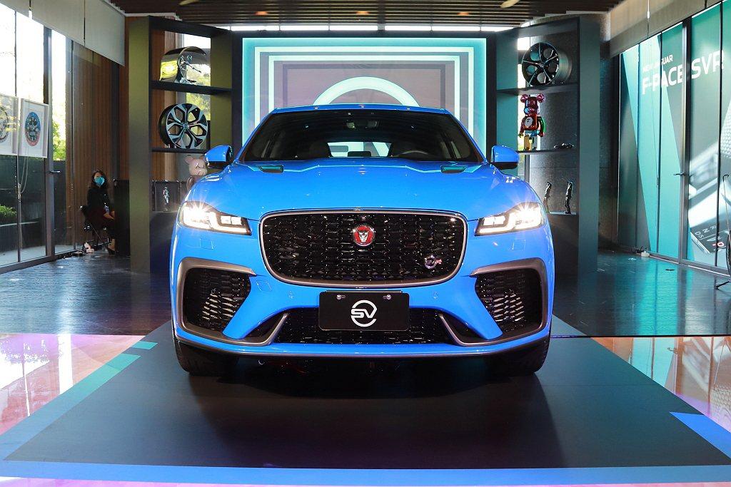 小改款Jaguar F-Pace SVR強烈跑格的運動化流線外型,擁有現代奢華美...