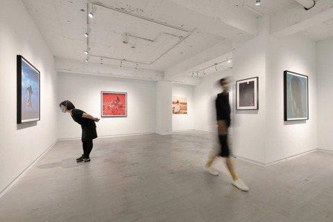 谷公館為紀念三毛逝世30周年,特別舉辦了《三毛,1976謝春德攝影展》。圖/李政...