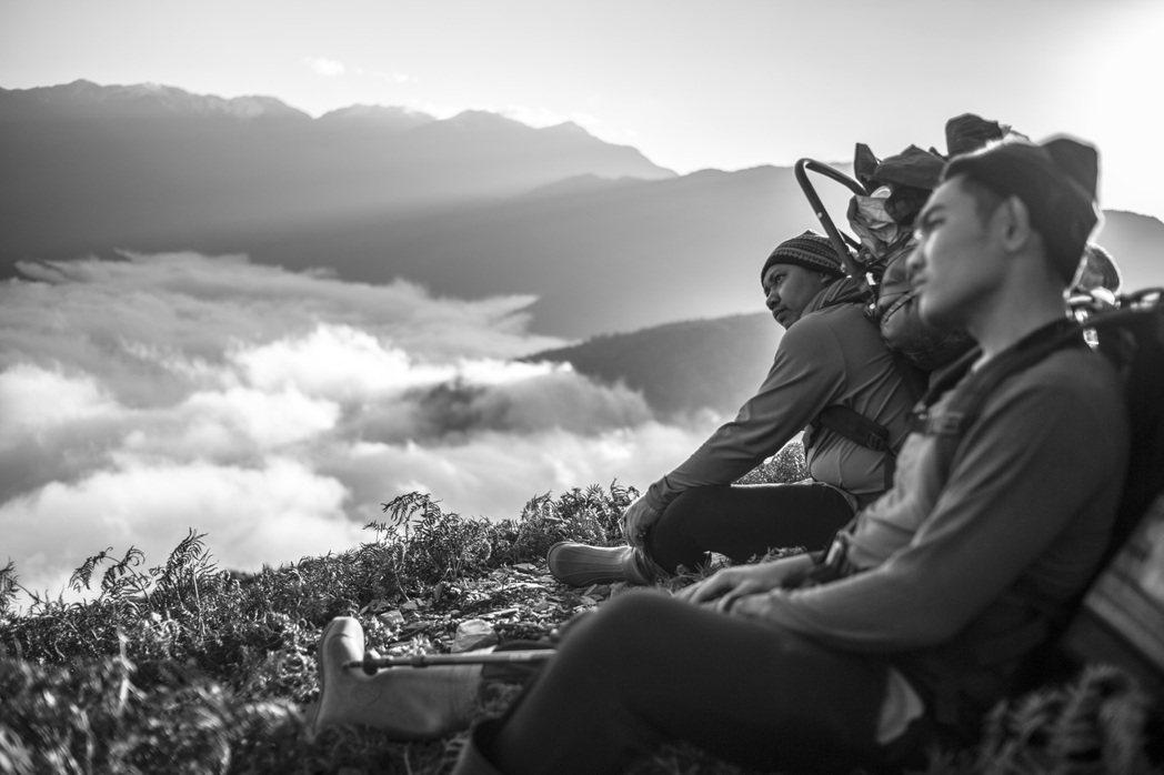 馬詠恩與部落青年於2020年發起重修關門古道,一路翻山越嶺。 圖/森深試務所提供