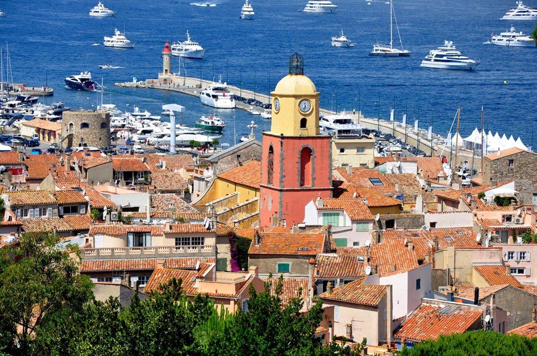 位於法國地中海的Saint-Tropez原本是古老的小漁村,現在則是知名的高級度...