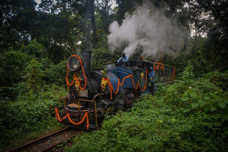 印度政府擬將「大吉嶺喜馬拉雅鐵路」民營化,不少商家業者擔心飯碗不保。 法新社