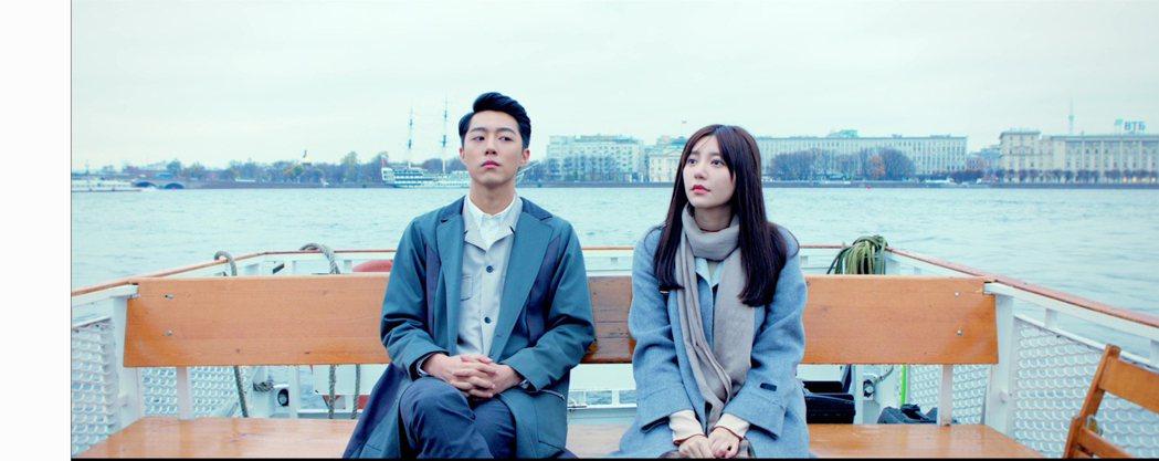 蔡凡熙(左)在「20年的約定」中戀慕郭雪芙。圖/AMM亞洲心動娛樂提供