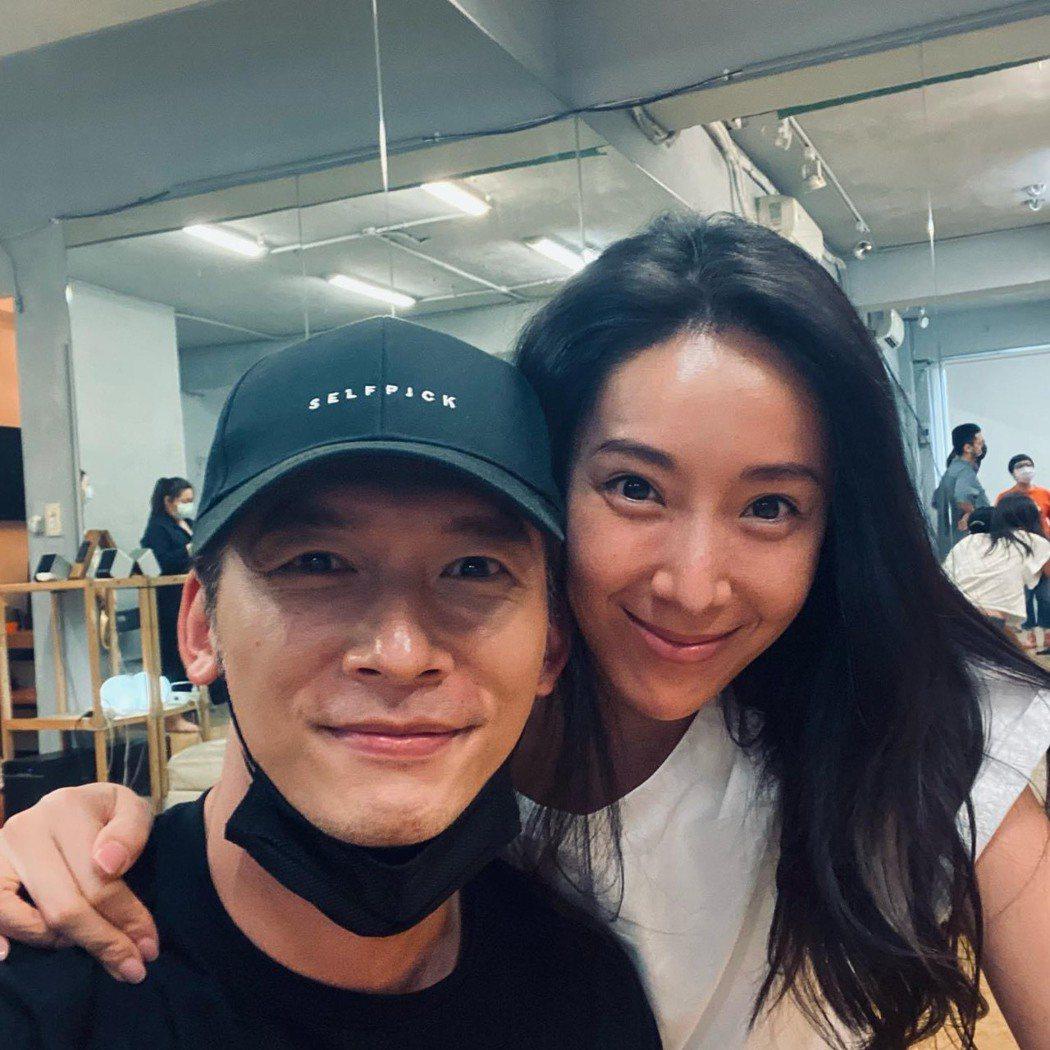 溫昇豪(左)、隋棠昔日演出「犀利人妻」中的溫瑞凡、謝安真合體。圖/摘自臉書