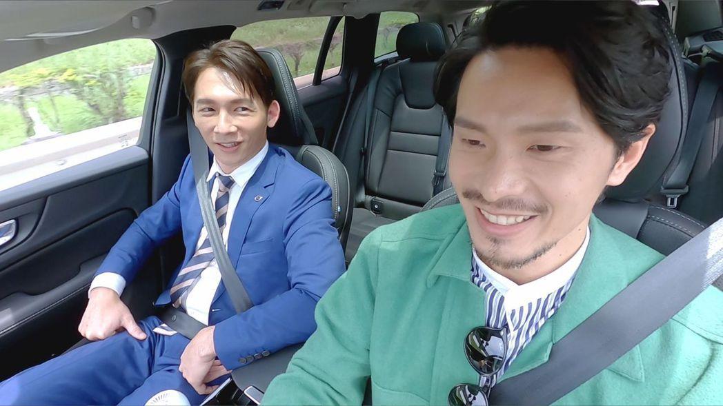 姚淳耀(右)自認是馬路三寶,開車超慢嚇壞溫昇豪。圖/國際富豪汽車提供