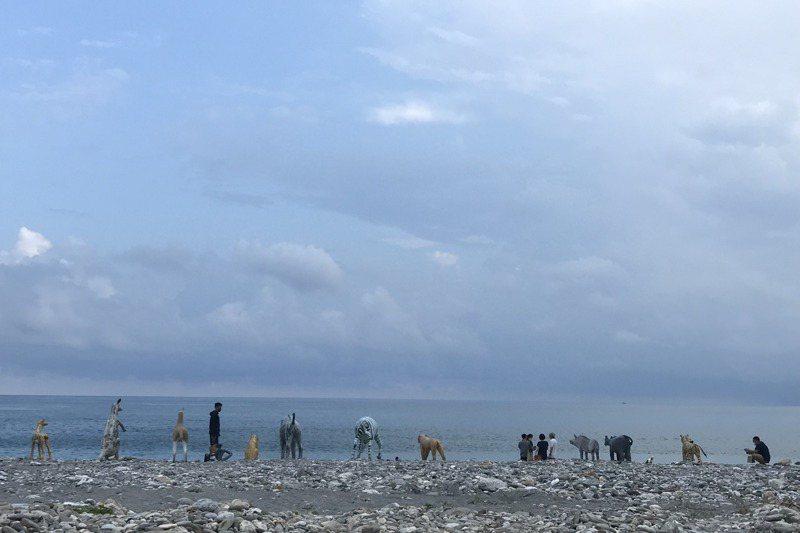 花蓮市公所辦「海是生活節」,整排水泥動物遙望大海,逗趣模樣引起在地人熱烈討論。圖/聯合報系資料照片
