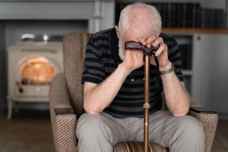 老年憂鬱症還有一個出乎意料經常發生的症狀,就是「被害妄想」。 圖/freepik