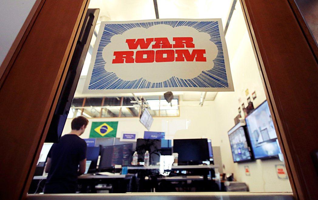 臉書成立「戰情室(War Room)」,負責監控平台上與選舉相關的內容。 圖/美...