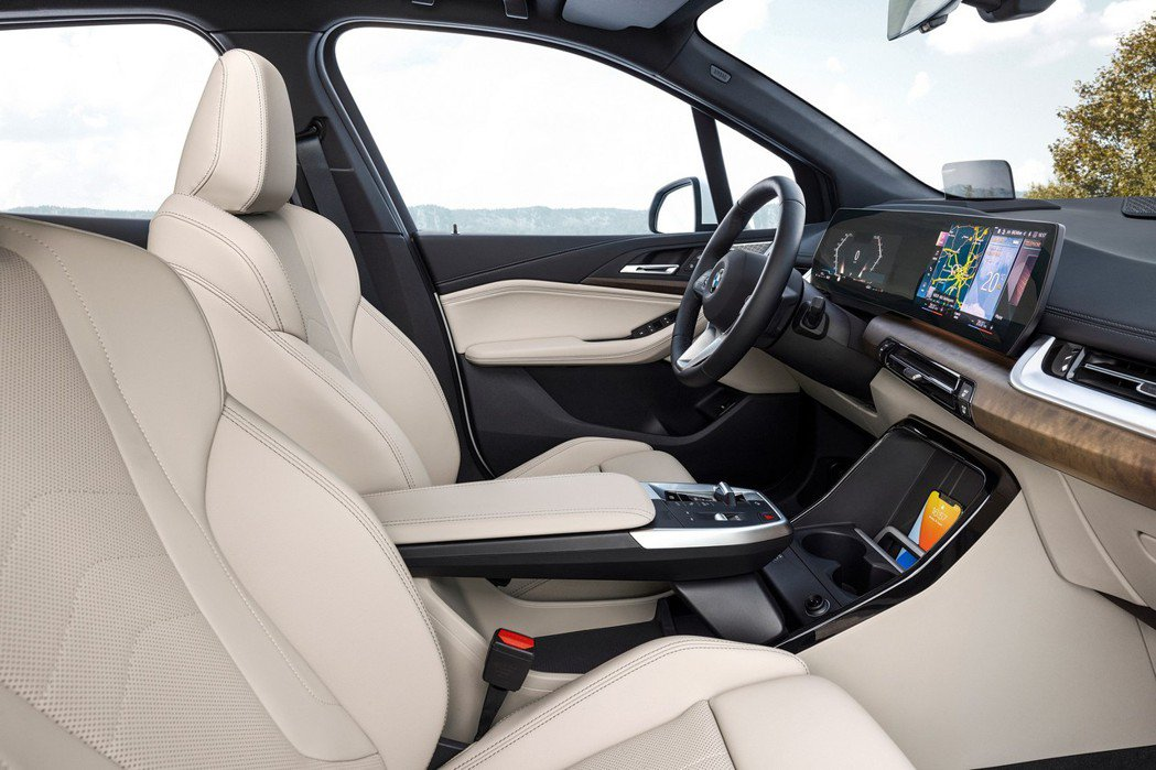 第二代BMW 2 Series Active Tourer (U06) 採用懸浮...