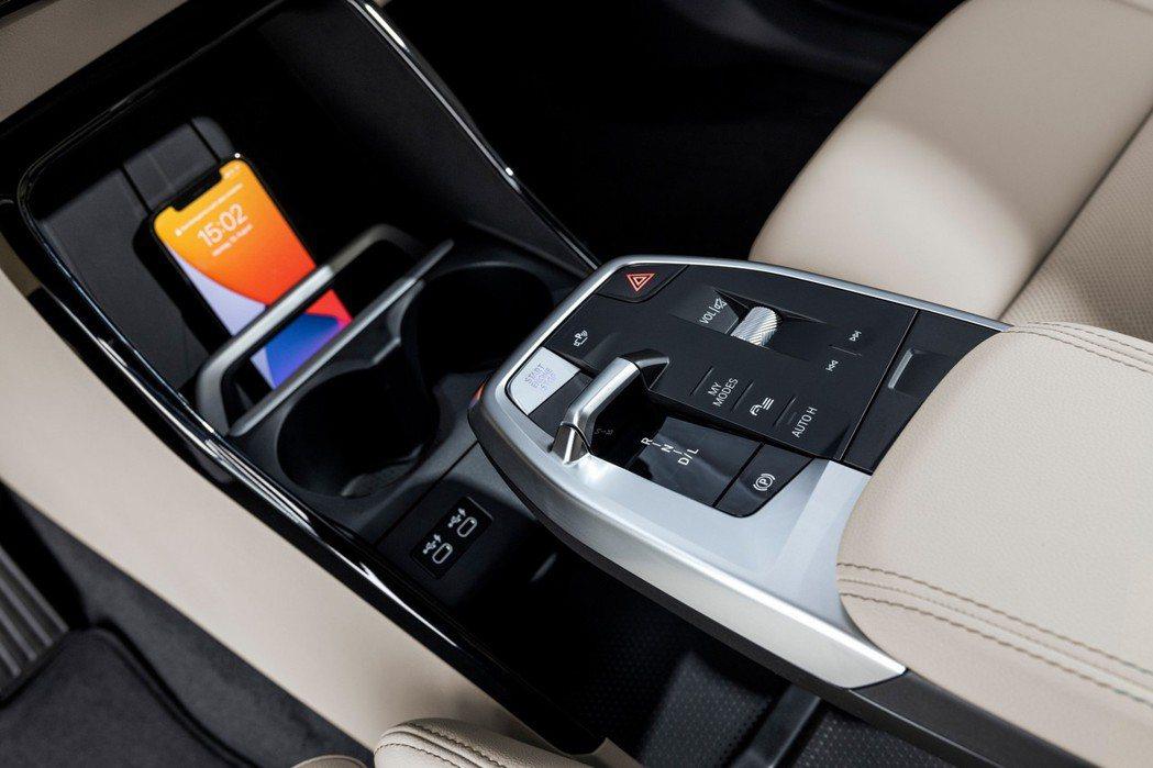 第二代BMW 2 Series Active Tourer (U06) 改採撥桿...