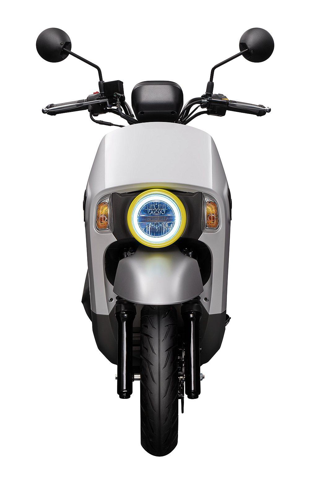 SYM 4MICA導入Class D汽車級LED頭燈,採用日行燈、遠近燈整合設計...