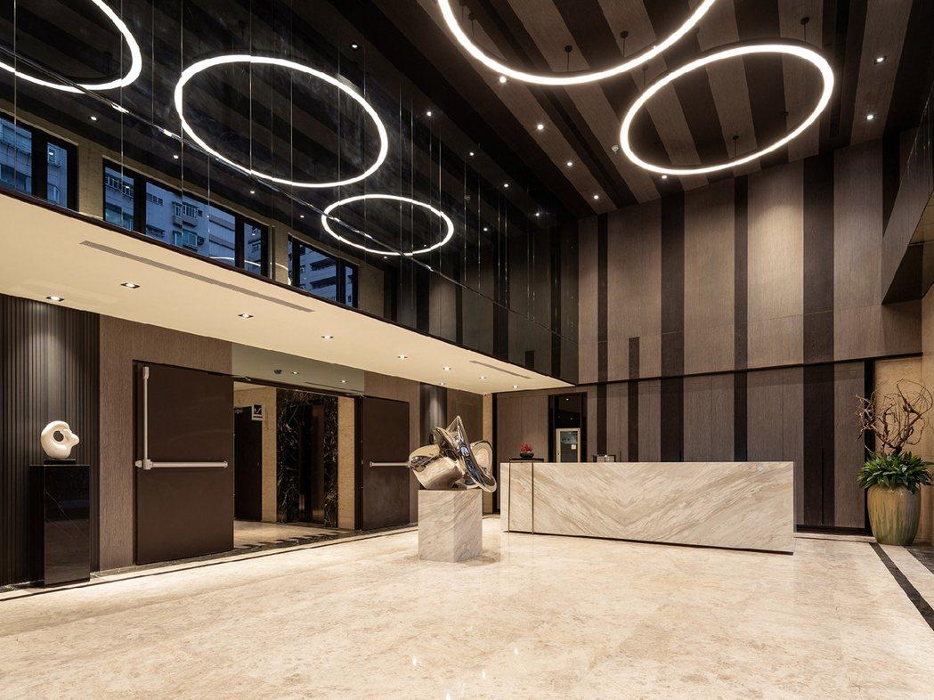 「陽明松疆」挑高7米藝術大廳。
