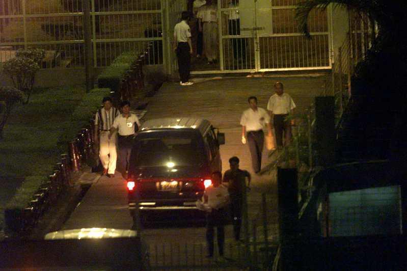台北土城看守所10月6日晚一口氣執行包括陳進興四位死刑犯槍決只見囚車及法警進進出出忙成一團。圖 /聯合報系資料照片