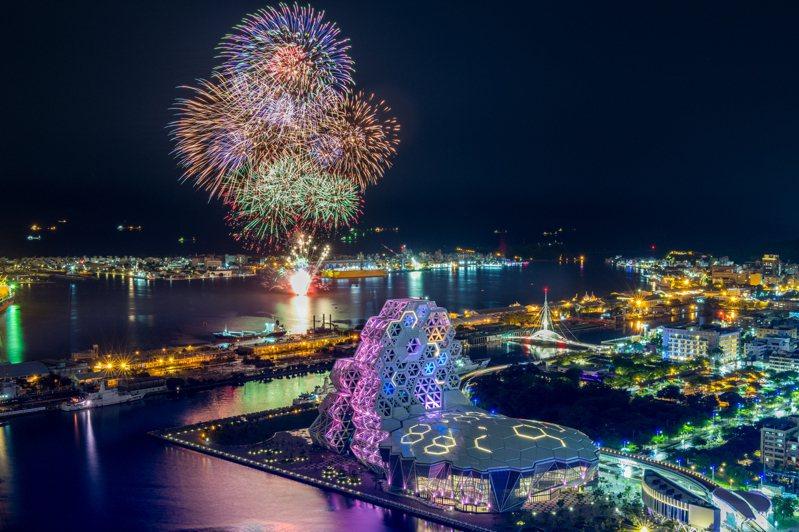今年國慶焰火在高雄港登場,9月23日高雄市政府試放焰火,讓港邊居民先睹為快。圖/高雄市政府提供