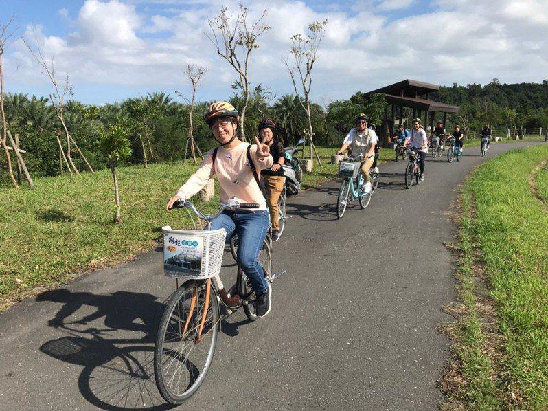 「秋日茶香輕旅行」從冬山火車站出發,民眾將騎單車前往舊寮瀑布等地。圖/冬山鄉公所提供