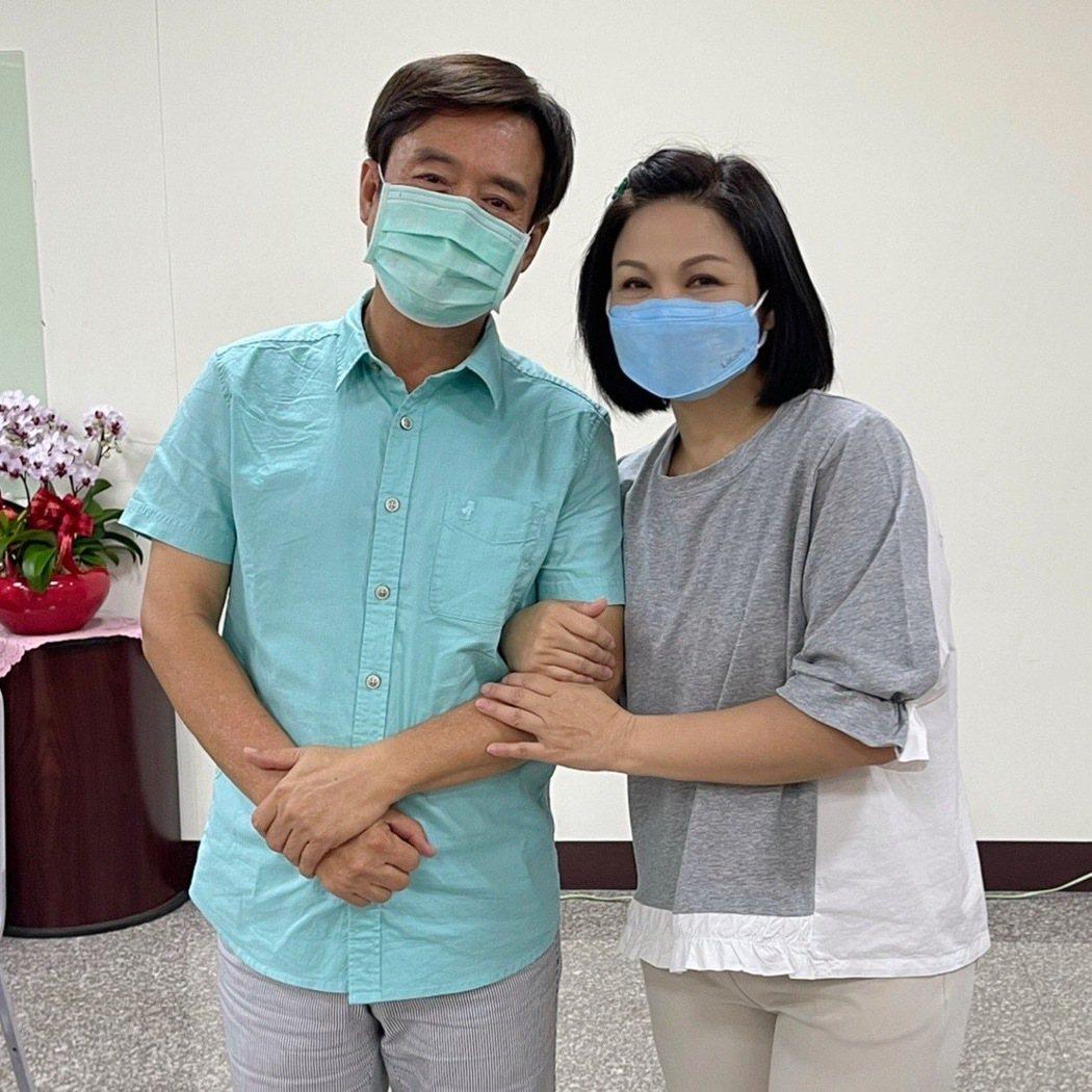 檢場(左)與楊貴媚在新戲「天下第一招」中演夫妻。圖/大愛電視提供