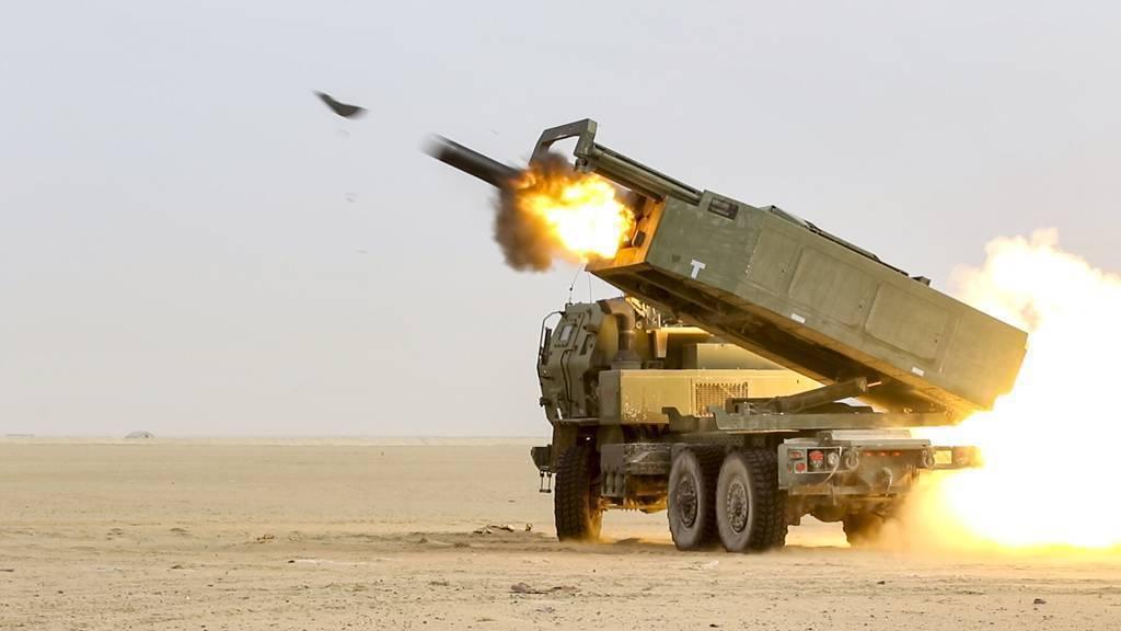 美國陸軍委託Lockheed Martin和Raytheon研製的長程岸置機動飛彈車組HIMARS,2019年第4季已經開始進行原型彈(Precision Strike Missile, or PrSM)測試,射程可達499公里。 圖/U.S. Army