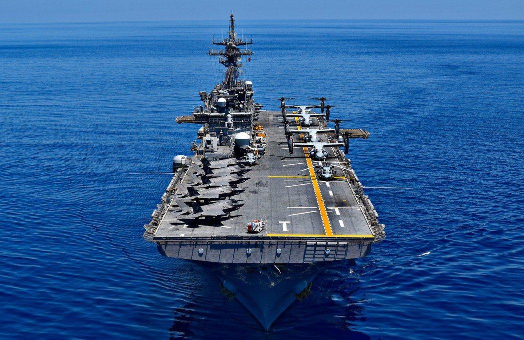 美軍兩棲攻擊艦黃蜂號USS Wasp(LHD1)。  圖/Petty Officer 1st Class Daniel B(U.S. PACOM)
