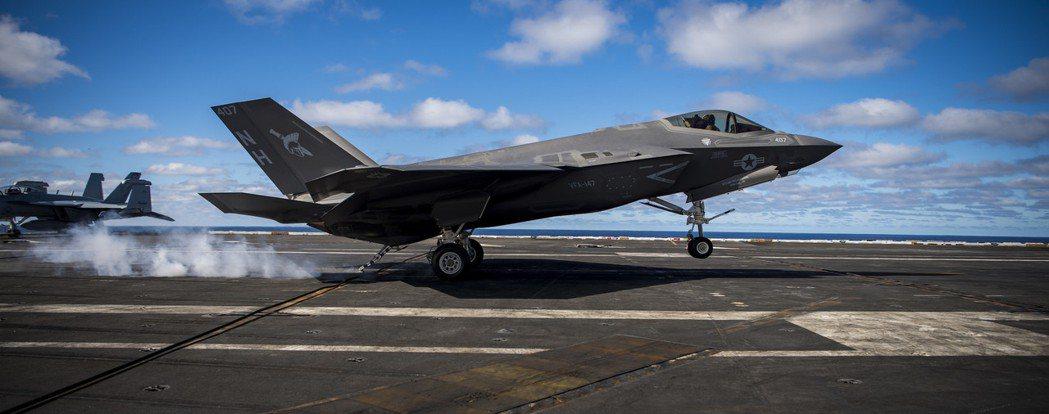 降落在USS Carl Vinson的F-35C。 圖/U.S. Navy