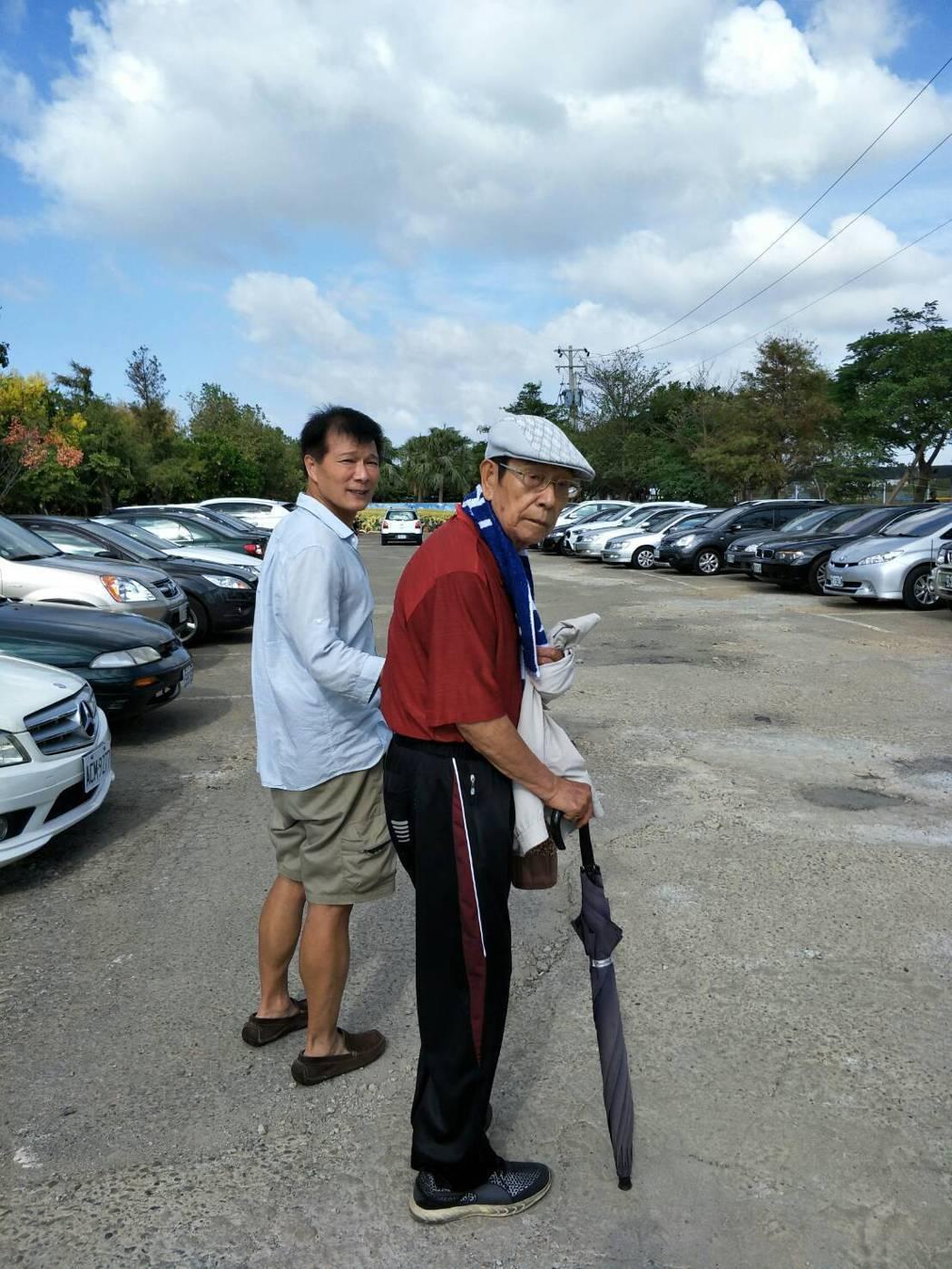 蔡詩萍與父親。圖/蔡詩萍提供