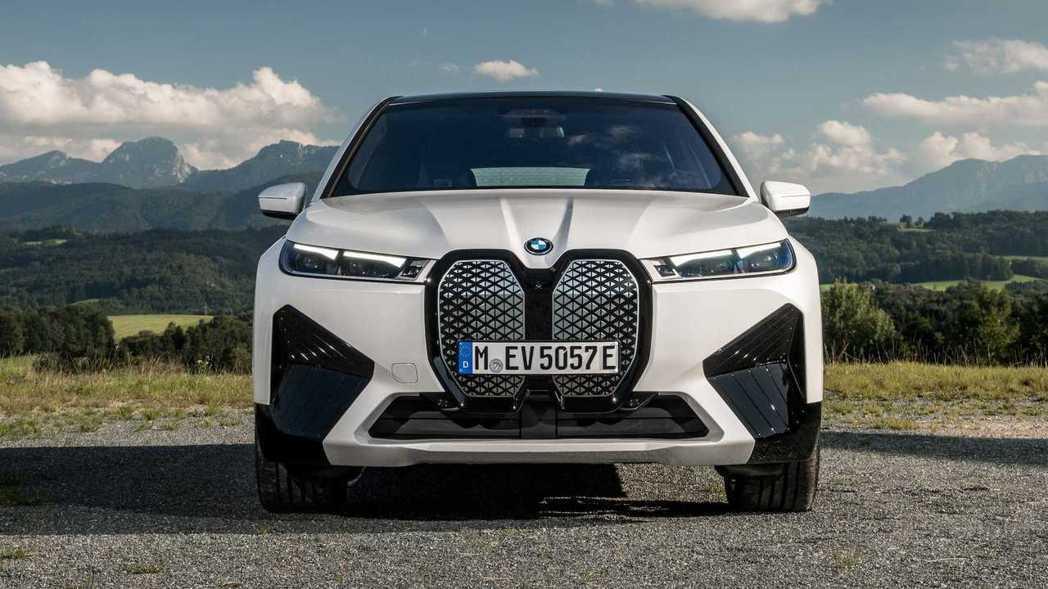 BMW iX電動休旅。 圖/BMW提供