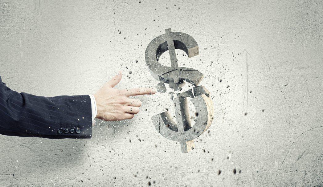 證期局局長張振山27日表示「基金風險報酬等級(RR)」維持原本的五級不變,筆者質...