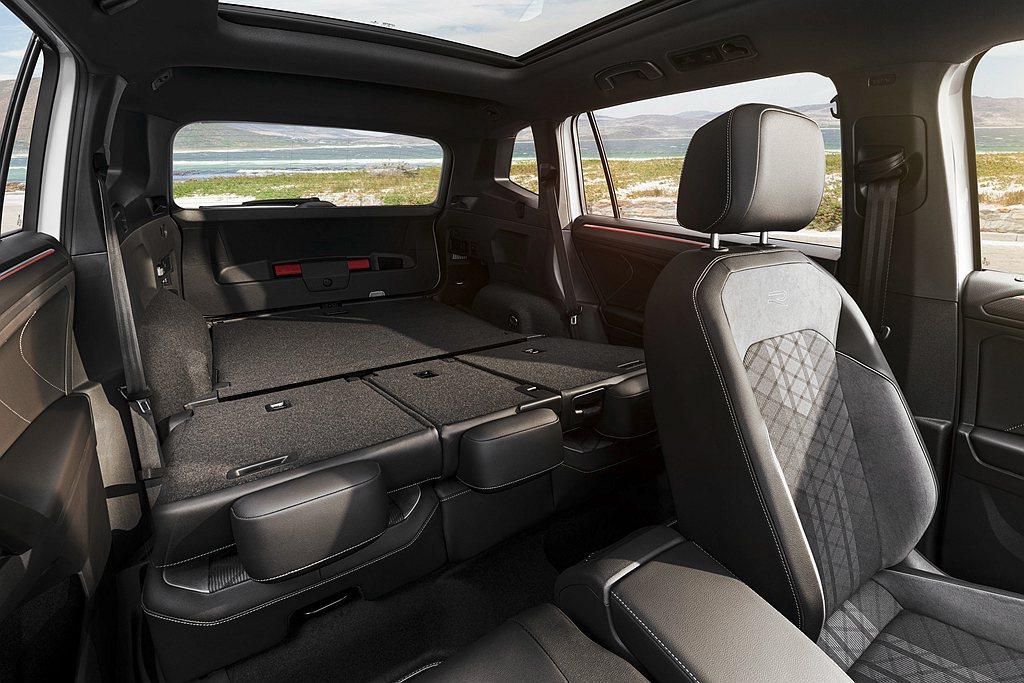福斯Tiguan Allspace優勢,不僅第二排座椅可前後滑移,打平後可將行李...