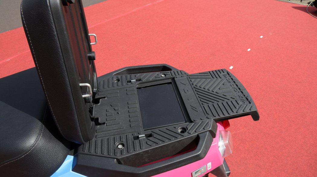 4MICA另一項設計亮點當屬獨家擴充式載物平台,透過這項專利式的設計,可以將原本...