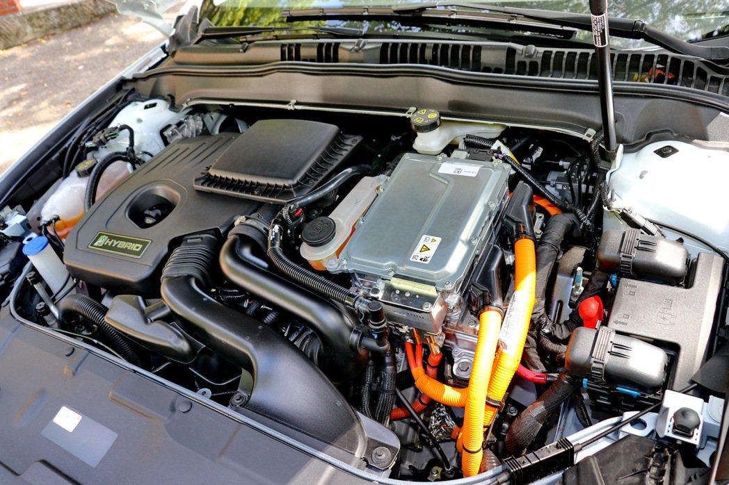 油電車型配備2.0L Atkinson Cycle汽油引擎及E-CVT電子無段變...