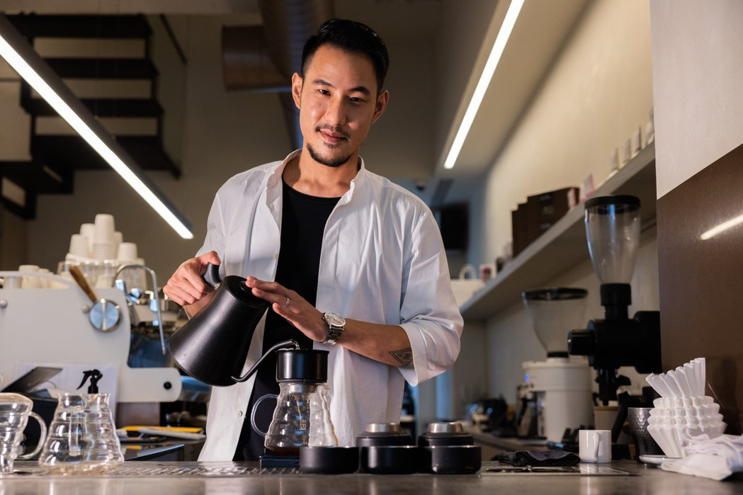 不願被冠軍的頭銜綁住,王策期待自己能傳遞更多咖啡專業和服務理念。 圖/沈昱嘉攝影