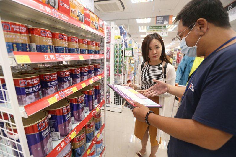 台灣目前有上萬家五金百貨店,每年隨新建案、老屋修繕約有2%至5%成長。圖/聯合報系資料照片