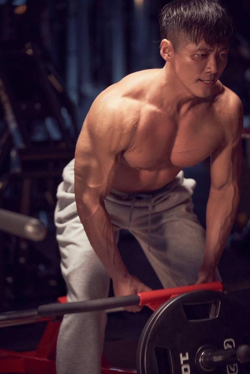 南宮珉為「黑色太陽」苦練肌肉。圖/friDay提供