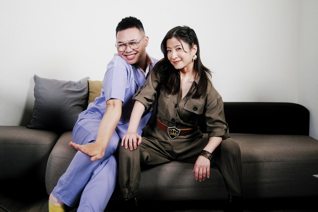 那那大師(左)邀請消失許久的陶莉萍參與YT節目「你最近好嗎?」。圖/小鋼砲娛樂提...