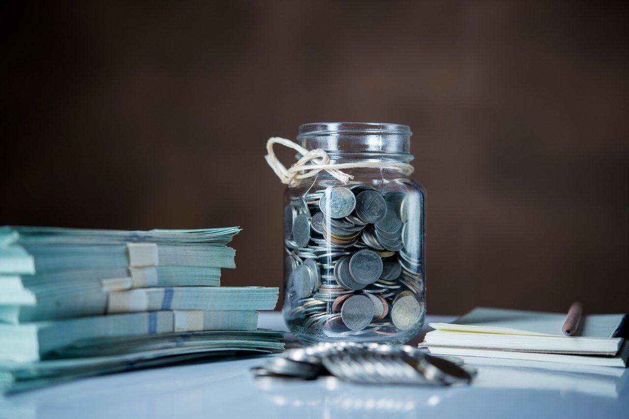 而勞退新制退休金的領取方式,可以分為請領月退休金與一次退休金。 圖/freepi...