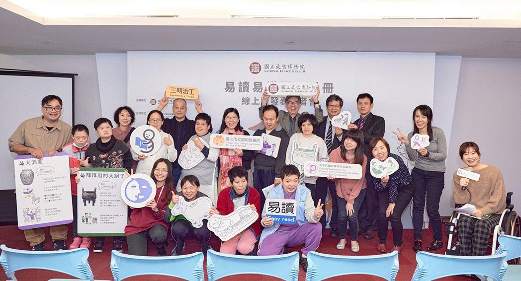 易讀服務最主要的使用者是輕度心智障礙者。根據衛生福利部統計,台灣截至2021年8月底,有超過35.5萬名「神經系統構造及精神、心智功能」的障礙者,當中又分為輕度至極重度的不同障別。 圖/三明治工粉絲專頁