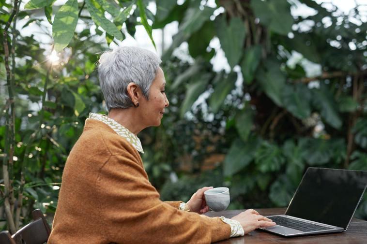 「高齡數位新鮮人」在後疫情時代將越來越多。圖 / pexels