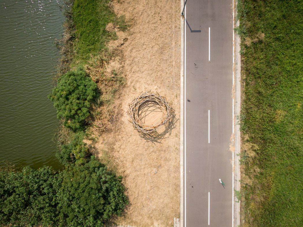 藝術家范承宗以作品《築巢計畫IV白鶺鴒》引發人們對濕地生態保育的關注與思考。 圖...