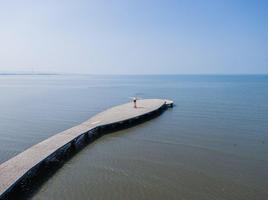 本次日本藝術家阿部乳坊將作品裝置於賞蟹步道上。 圖/2021香山濕地藝術季提供