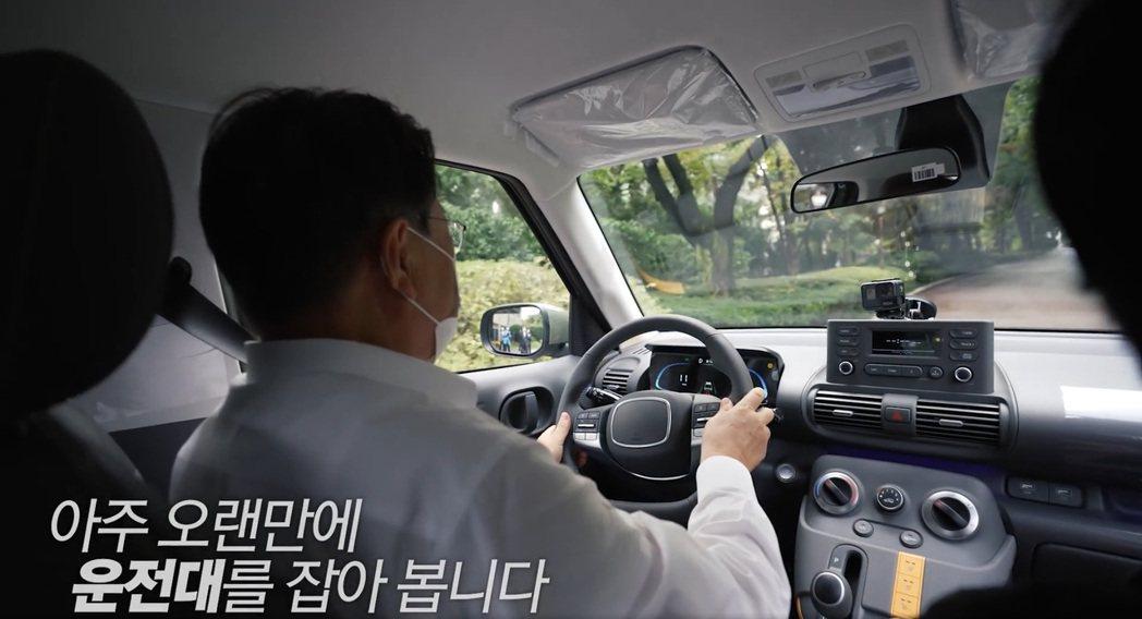 韓國總統文在寅所預購的Hyundai Casper是中階Modern車型,並未再...