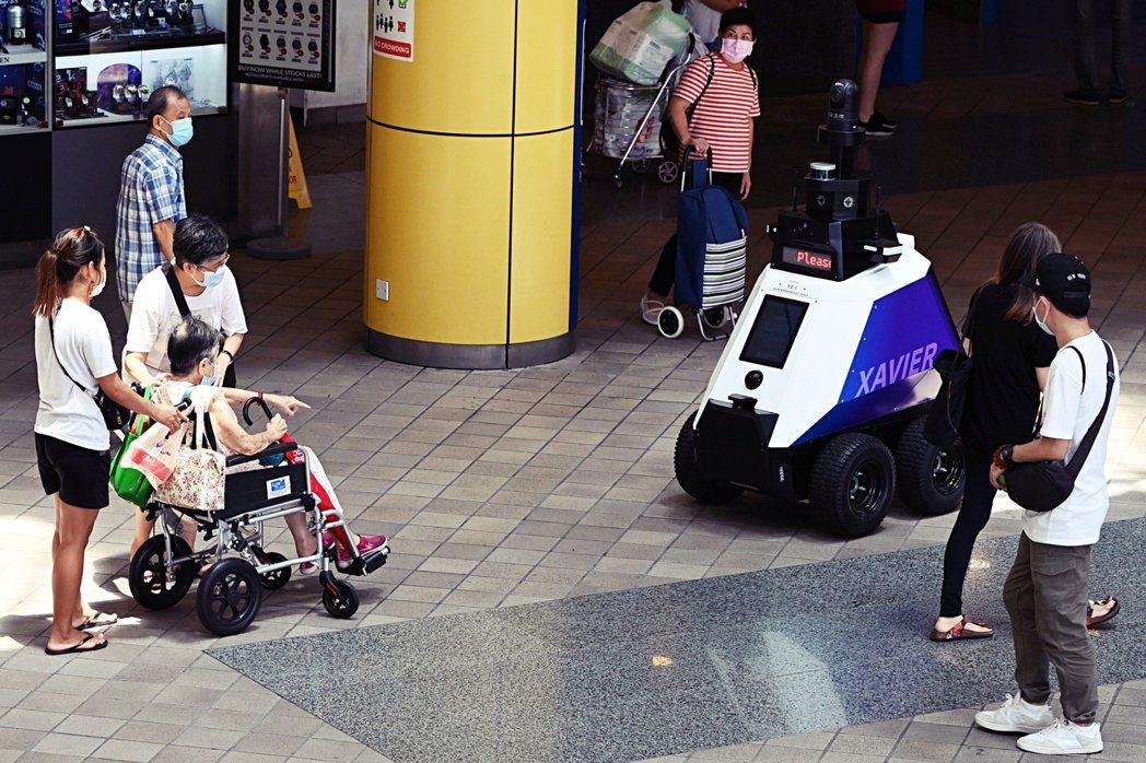 2021年9月5日在新加坡新手上路,以住宅區和購物中心為重點區域,展開為期三週的...