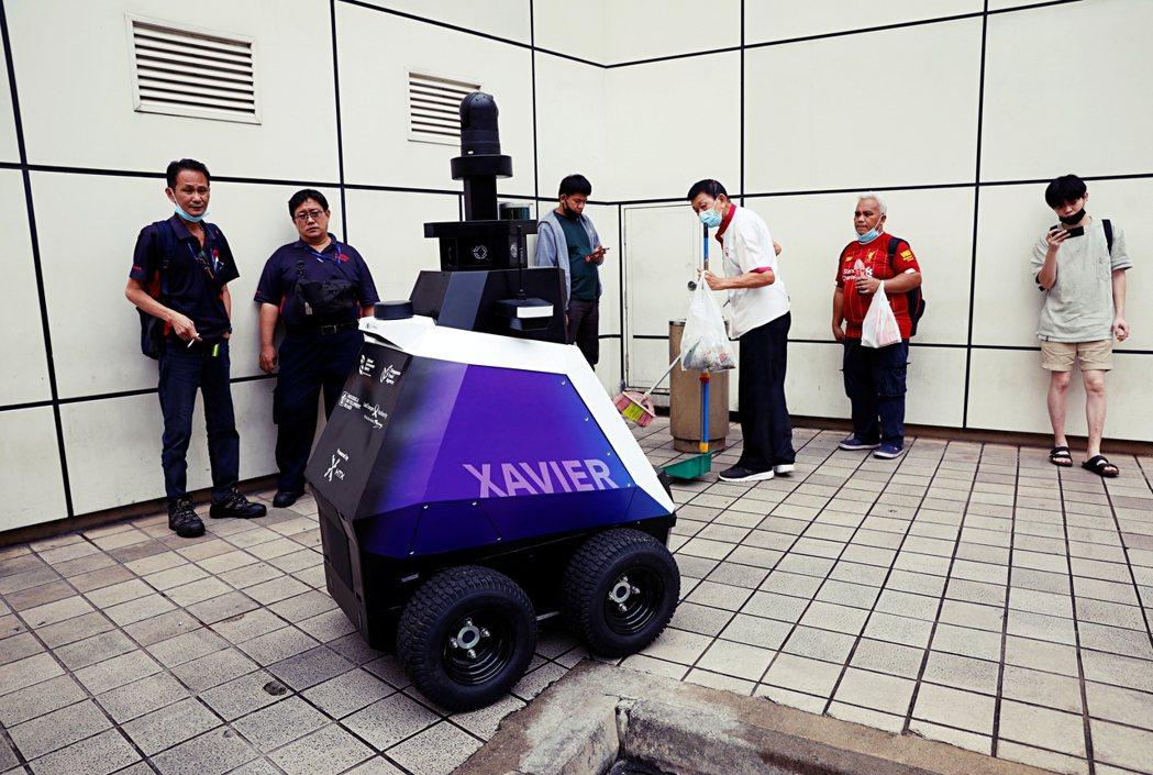 如果發展人工智能已經成為不可擋的趨勢,那麼要如何確保新加坡在成為「 智慧型」國家...