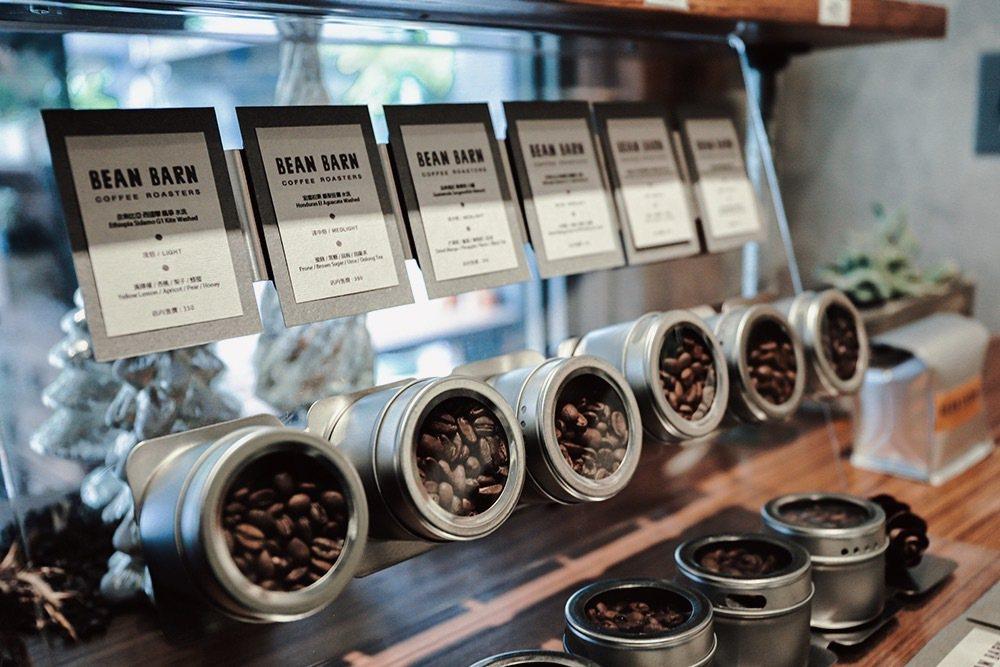 店主Addie擁有多年咖啡資歷,接觸烘豆三年多,也曾在台灣最大烘焙廠擔任烘豆師。...