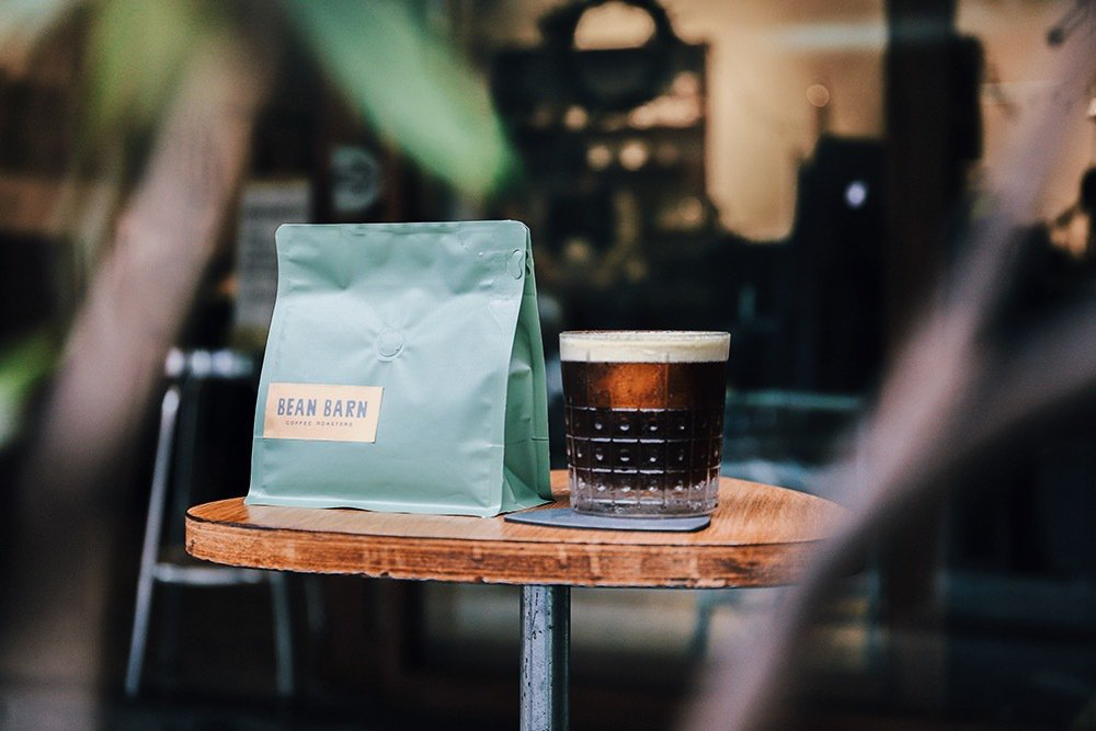 「BEAN BARN 豆荒良倉」以烘豆工作室與現煮咖啡的共存姿態。 圖/豆荒良倉...