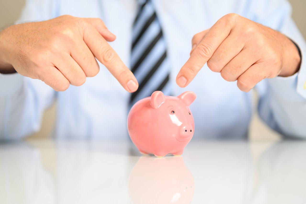 高資產族想要保障老後的金流,讓自己過一個更有尊嚴的晚年,也可以透過「保險金信託」...