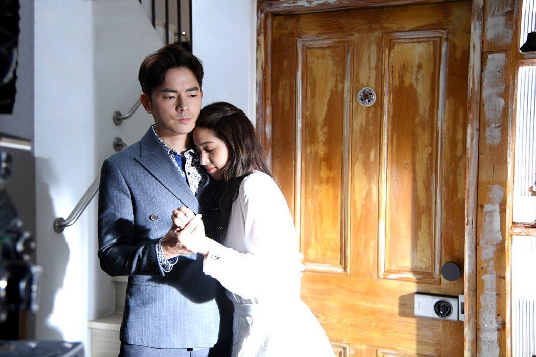 宥勝(左)在「戀愛是科學」中和莫允雯演離婚夫妻。圖/三立提供