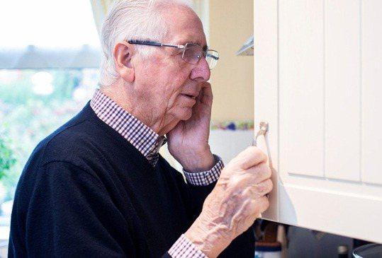 一般民眾最常聽到的糖尿病併發症應該是腎臟病變,也會引發眼部的病變,視網膜病變、白...